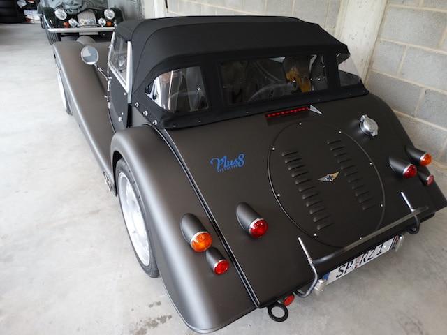 Morgan Plus 8 4,8 Liter Aufbereitung Oldtimer Fine Car Interiors Matthias Stellrecht Oldtimer Porsche Morgan Fahrzeug von hinten Verdeckarbeiten