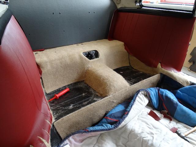Porsche 365 C - Fine Car Interiors - Matthias Stellrecht Oldtimer Aufbereitung Innenausstattung Teppichsatz rot Sitze rot
