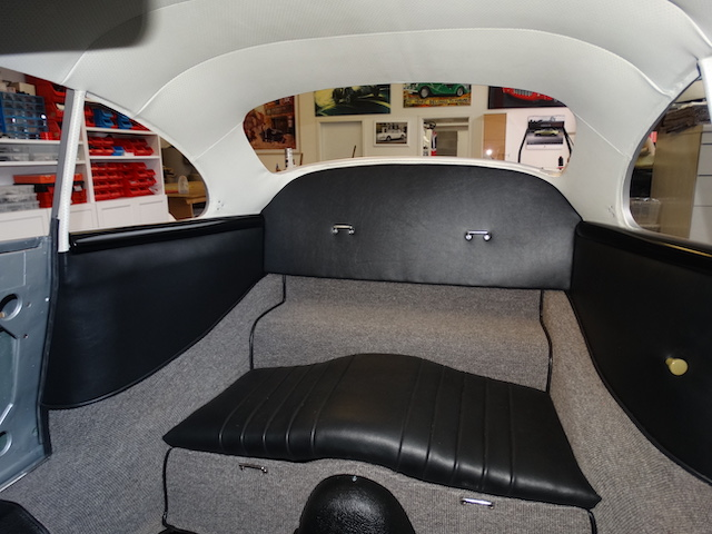 Porsche 365 A Carrera GT - Innenverkleidung - Fine Car Interiors - Matthias Stellrecht Oldtimer Aufbereitung Innenausstattung Teppichsatz grau Sitze schwarz