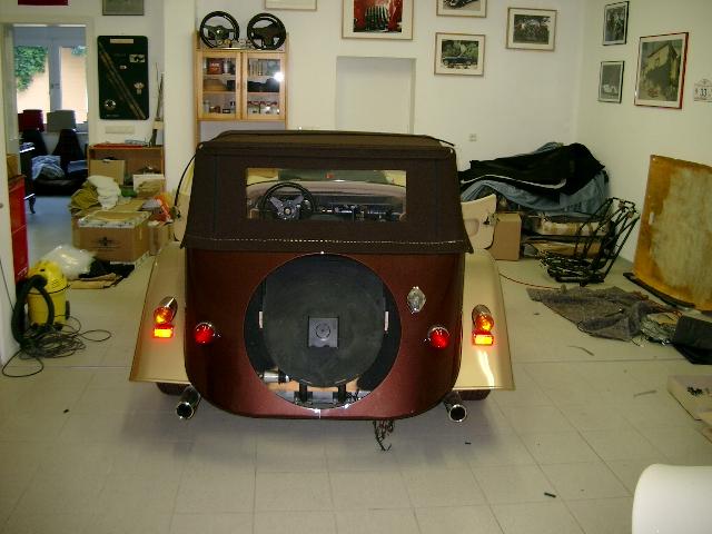 Morgan Plus 8 Spezialumbau 4-Sitzer braun gold Aufbereitung Umplettumbau Oldtimer Fine Car Interiors Matthias Stellrecht Oldtimer Porsche Morgan Innenausstattung Sitze beige Verdeck braun