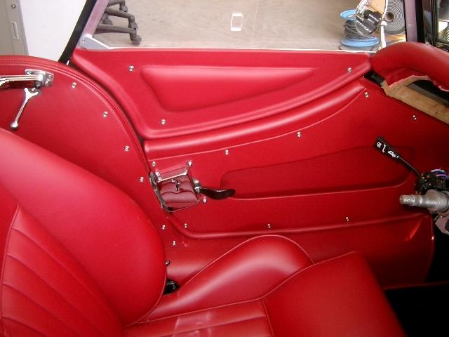 Morgan Plus 8 Aufbereitung Oldtimer Fine Car Interiors Matthias Stellrecht Oldtimer Porsche Morgan Innenausstattung Sitze rot
